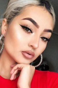 It is the myth that Asian eye makeup monolid cannot be done with eyeliner. Actually, any beauty guru would tell you that eyeliner can open those small eyes.