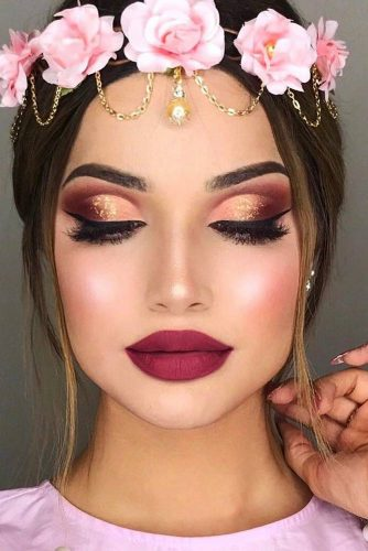 There is always a place for black liner, don't forget about it. If it seems to you that you need some more volume, mascara will be there for you.