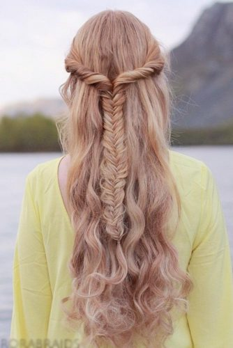 15 GLORIOUS WAYS TO STYLE A FISHTAIL BRAID