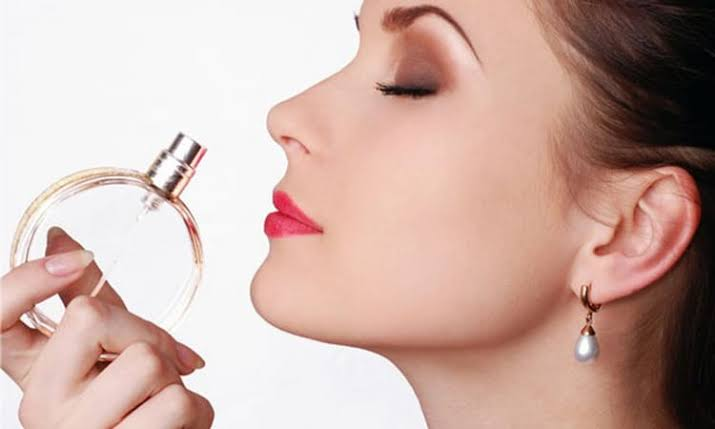 Top 7 Best Perfume Hacks 2020 That Will Make You Smell Like Diva All Day