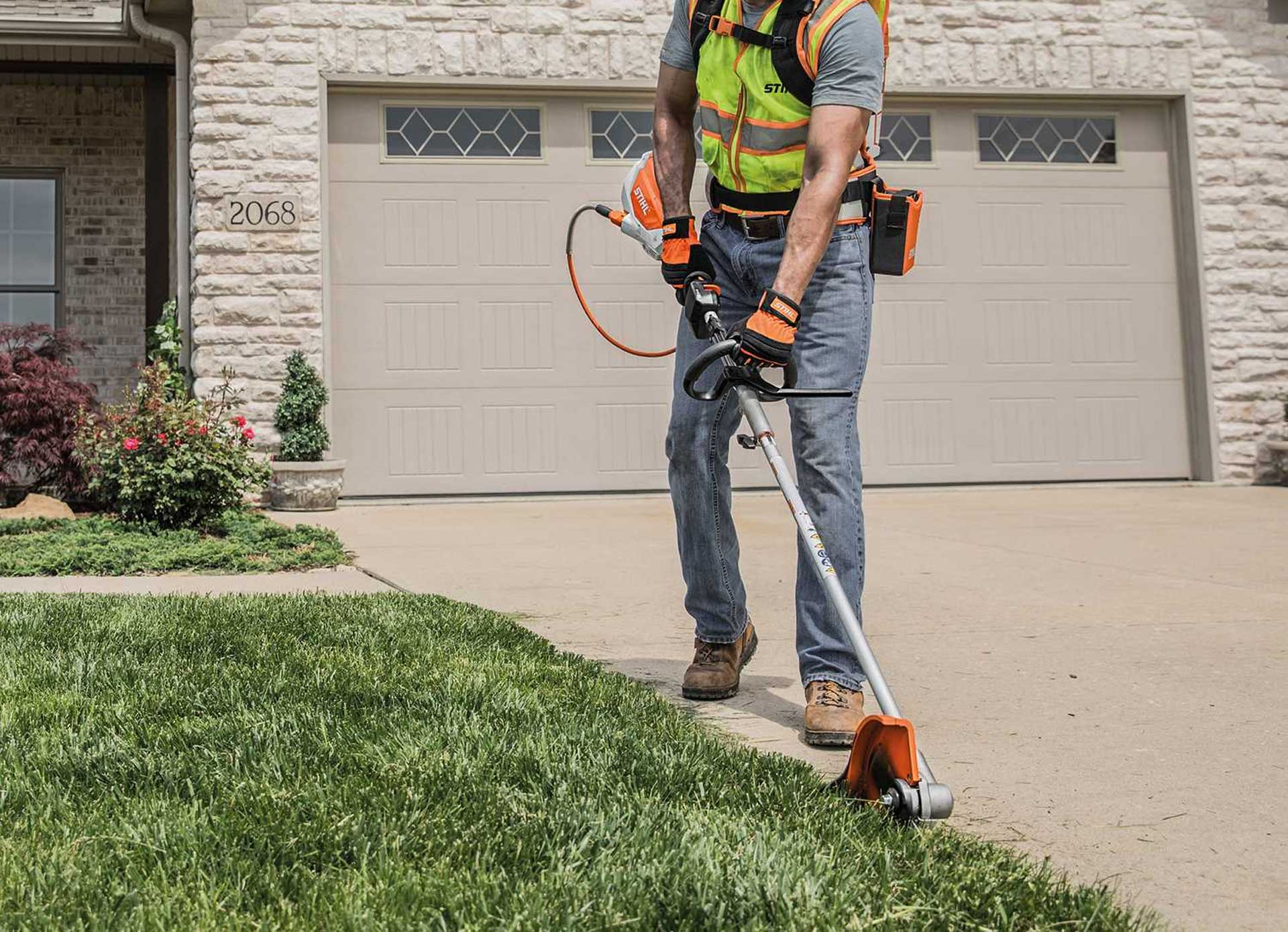 The 12 Best Lawn Edgers in 2020 Reviews and Buyers Guides